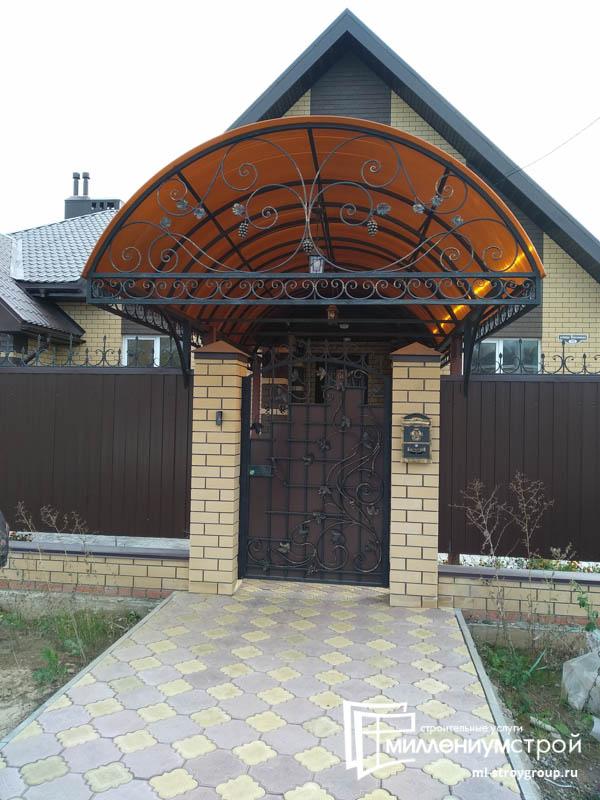 Строительство навеса пристроенного к дому из профнастила